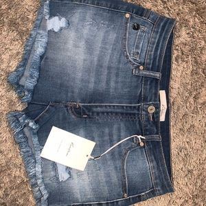 NEW WITH TAGS KANCAN DISTRESSED SHORTS - BUCKLE